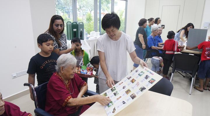 Volunteers in Singapore Charity Work